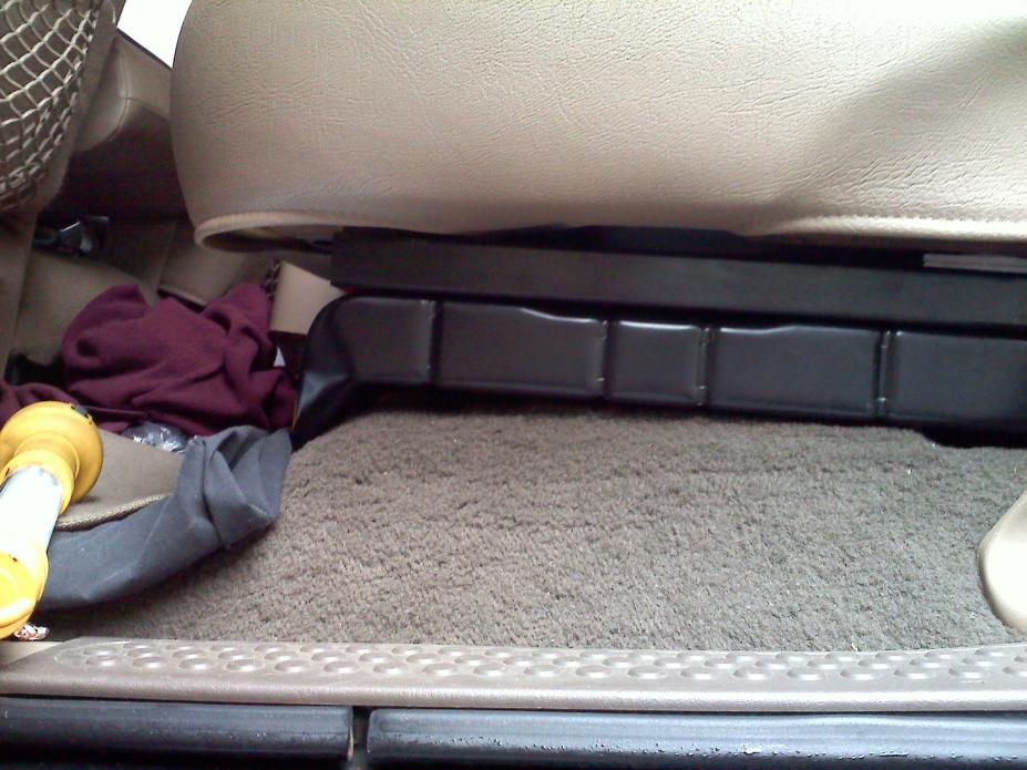 Rear seat mod to fit bigger sub box-071.jpg