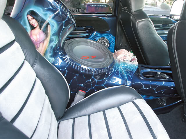 INTERIOR SPEAKER PROJECT-0710tr_02_z2004_ford_f250_super_dutyalpine_subwoofer.jpg
