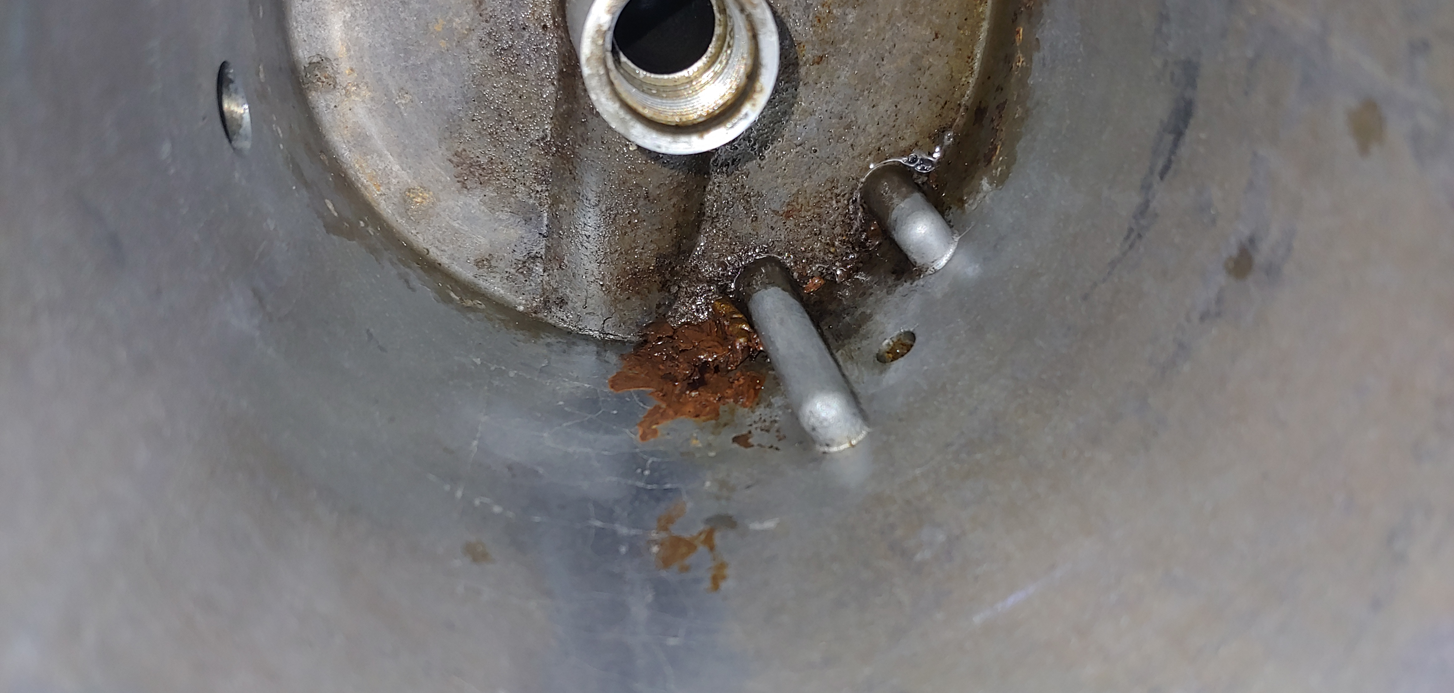 Fuel bowl hole?  Cant see what the hole is from-0810191750_1568768711566.jpg