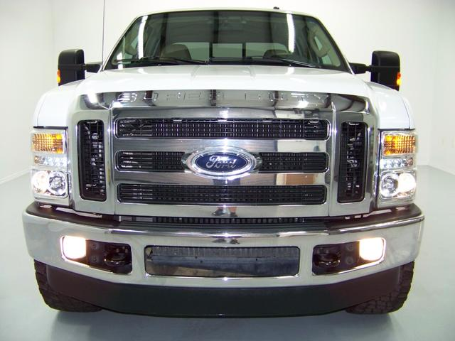 Projector Headlight Pics on white trucks-1557761_x640_47.jpg