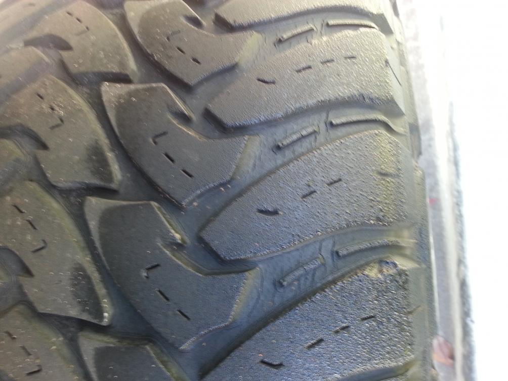 Cracks on my tires. Help-20121207_095119.jpg
