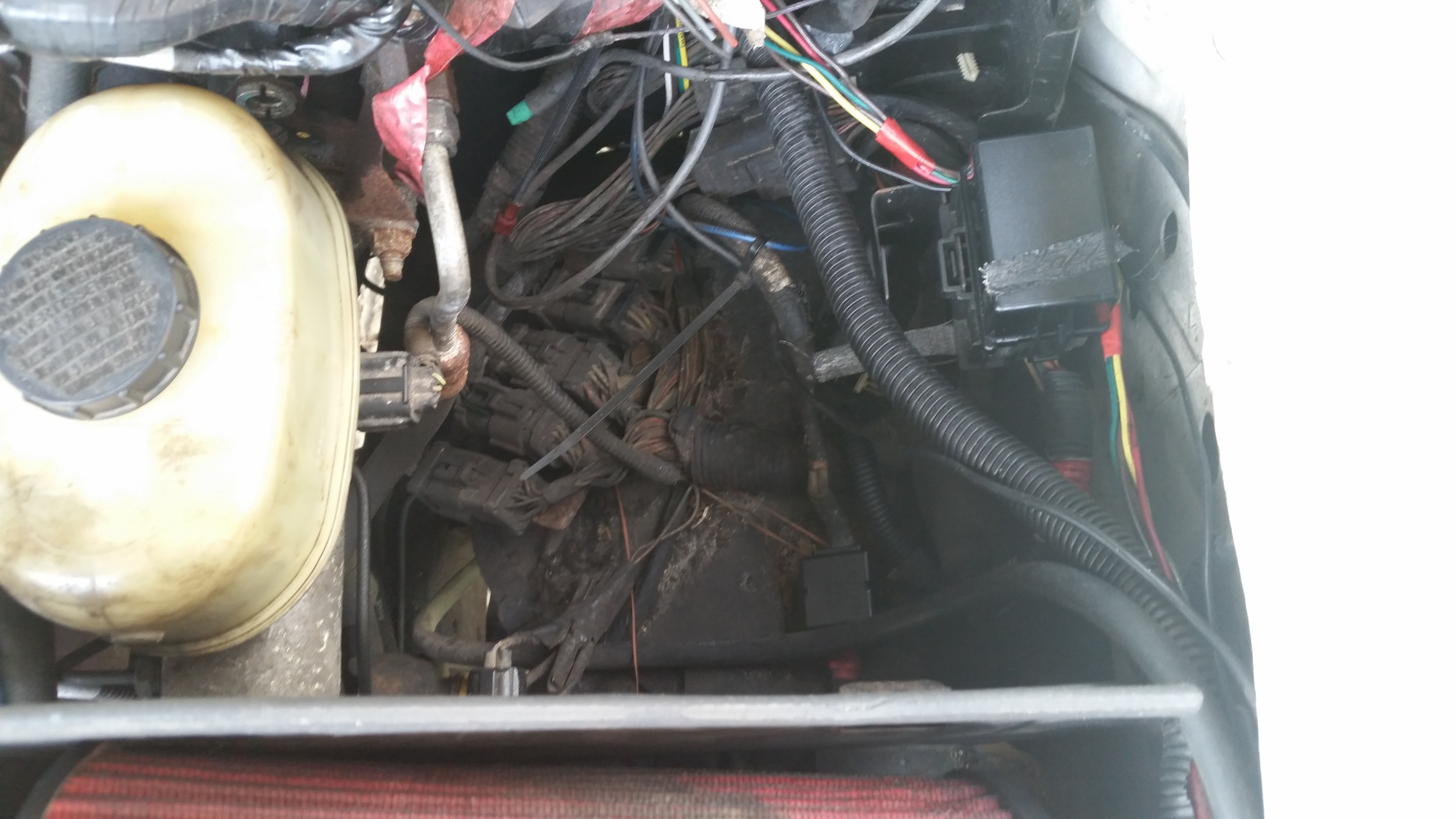 564809d1474214476 2002 sd under hood fuse location 20160918_114621 2002 sd under hood fuse location? ford powerstroke diesel forum  at panicattacktreatment.co