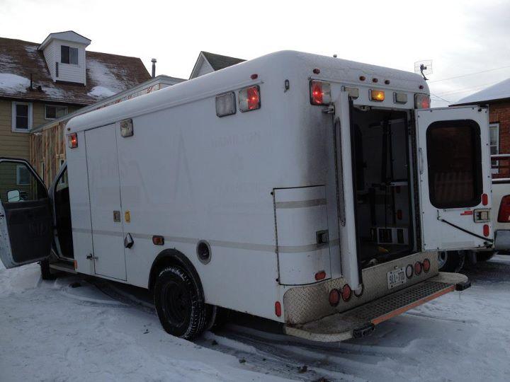 2001 e350 ambulance build-amulance01.jpg