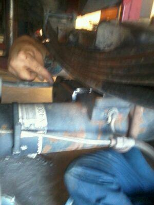 Pro comp traction bars install question..-axle-plate-1.jpg