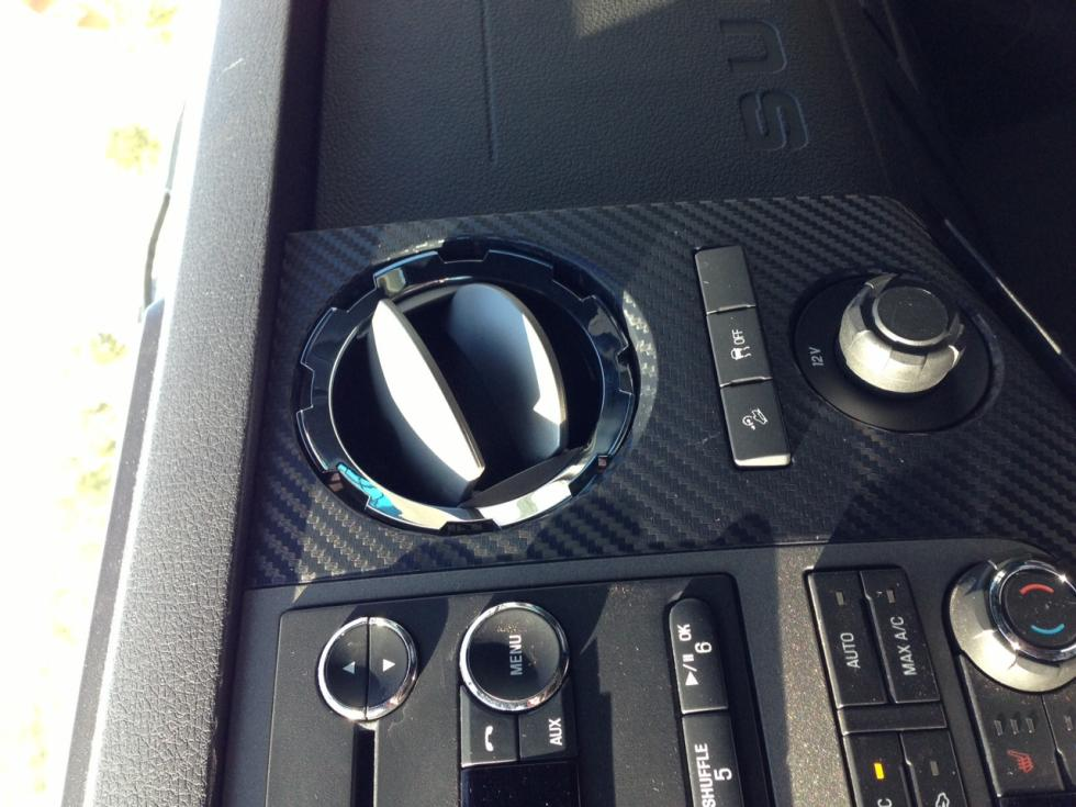 How to remove the gray dash side pieces?-carbon1.jpg
