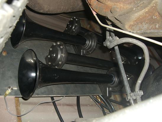 WOW - HornBlaster Shocker Air Horns!-cimg3840.jpg