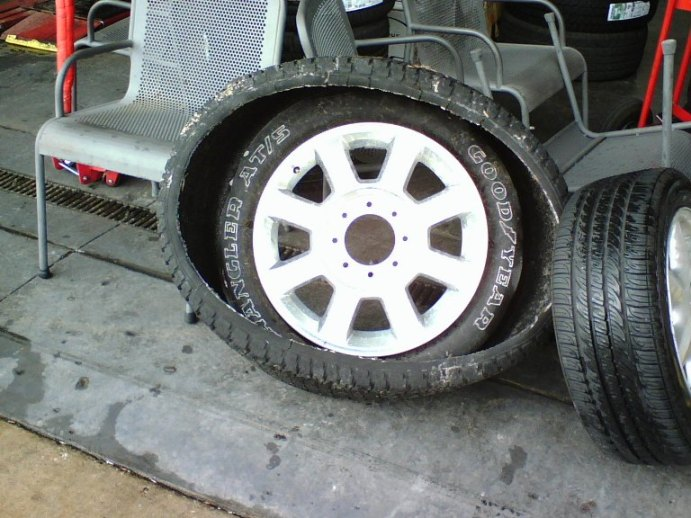 "OEM 20"" tire failure-copy-0116081204.jpg"