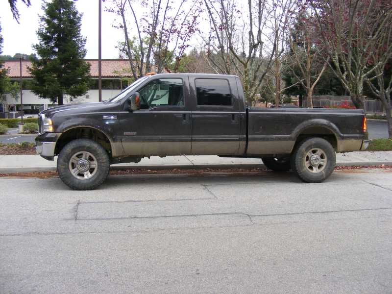 "Yes, 37""'s fit 05' newer trucks with 2 1/2"" lift-dscf3507s.jpg"