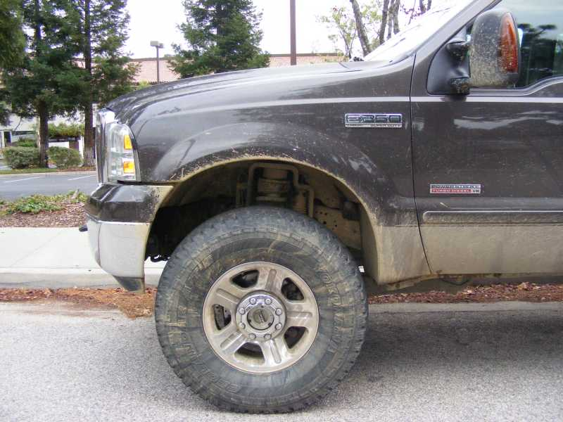 "Yes, 37""'s fit 05' newer trucks with 2 1/2"" lift-dscf3511s.jpg"