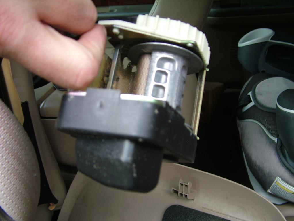 Need more seat belt tension. not recoiling all the way anymore-dscf6138.jpg
