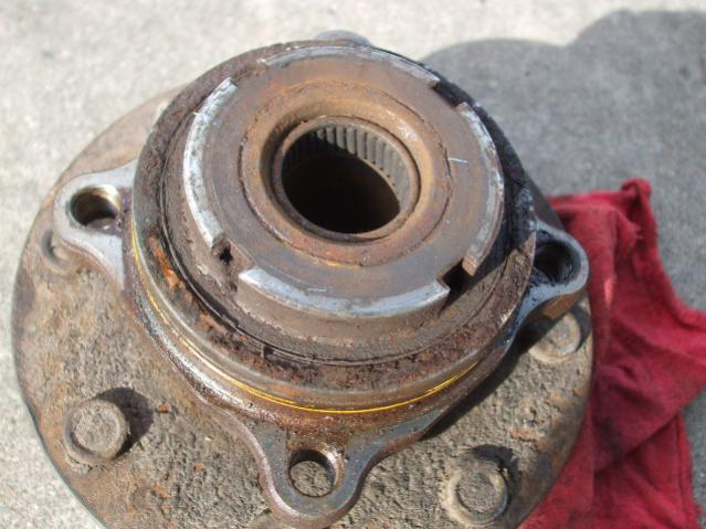 Replaced front axle shaft & wheel bearing-dscf9718.jpg