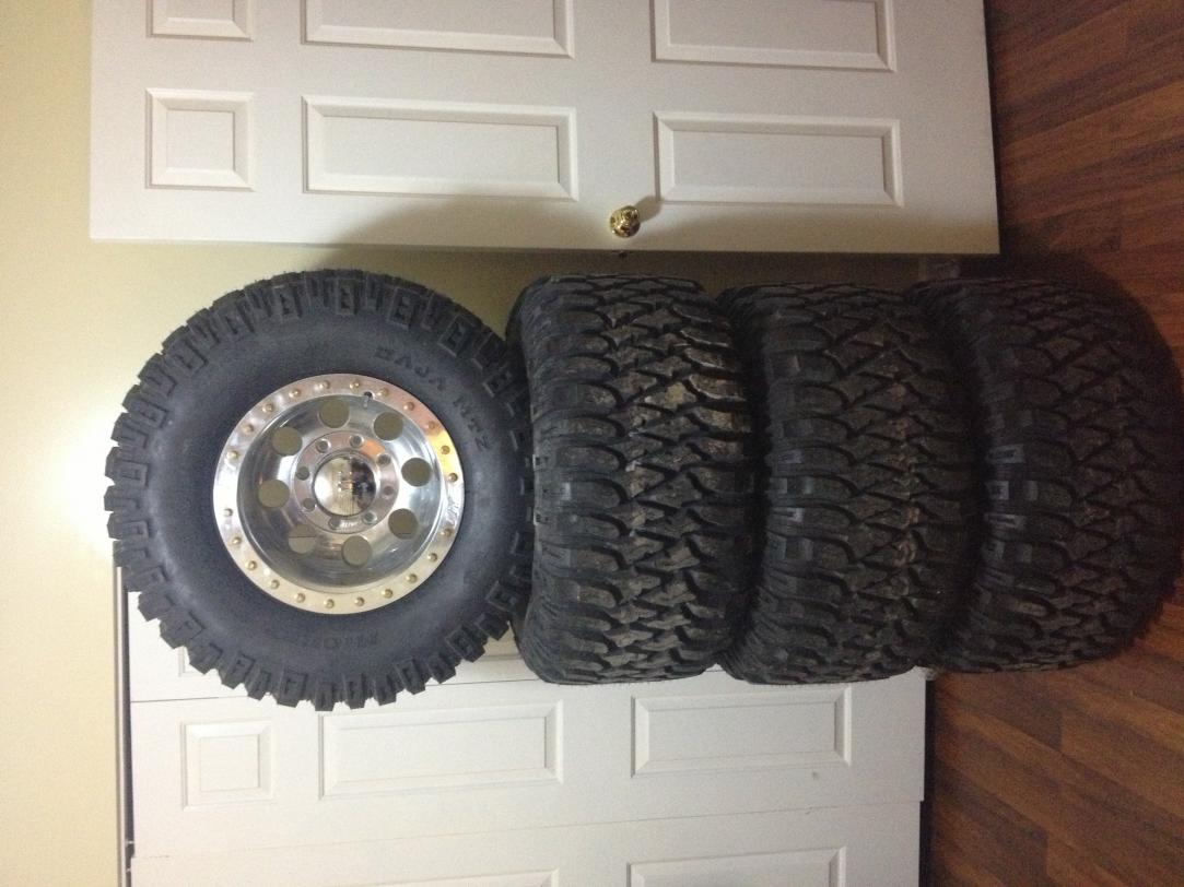 Selling Mickey Thompson 33x15.50 16s-image.jpg