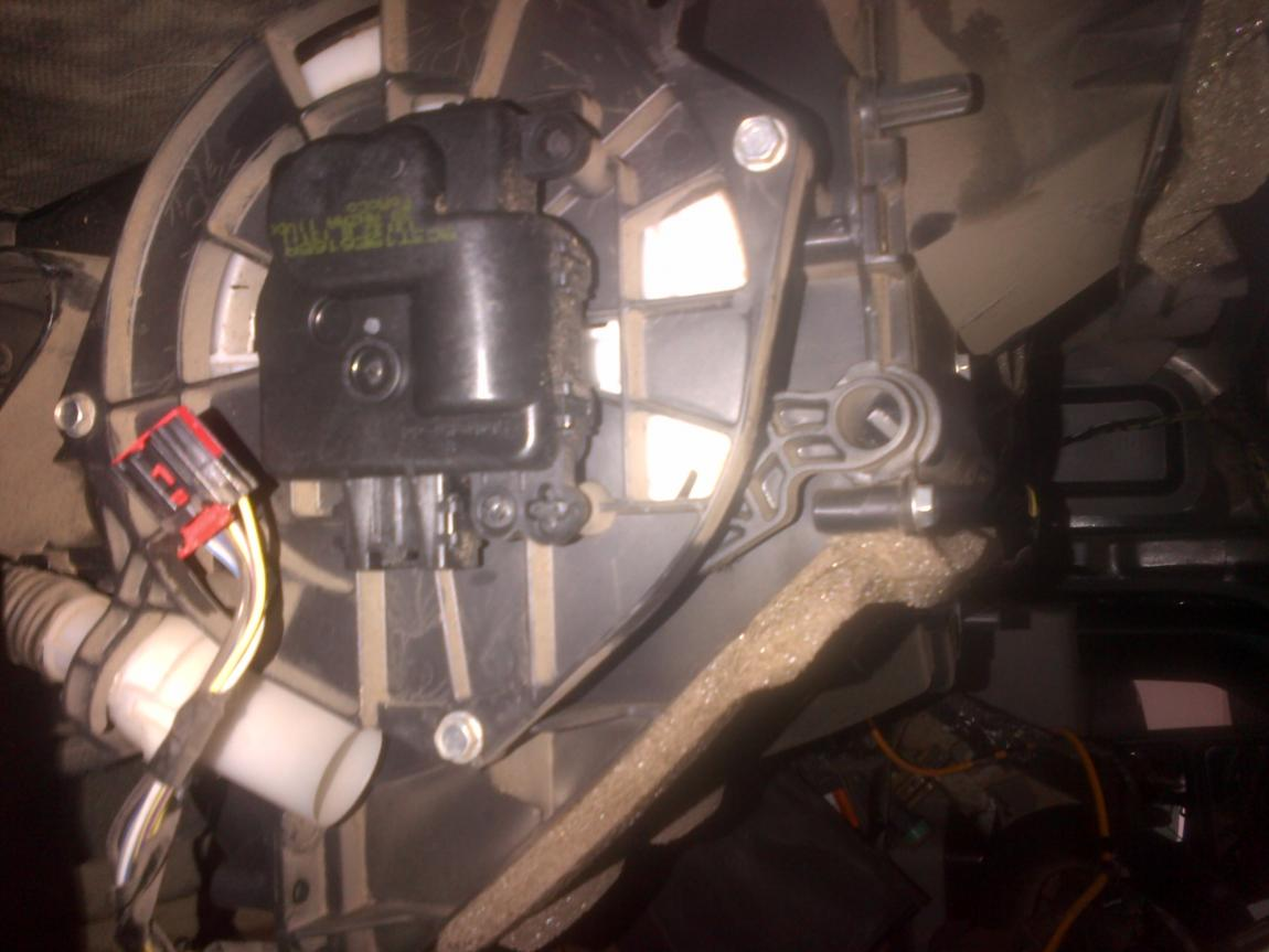 Driver side blend door motor-img-20120602-00109.jpg