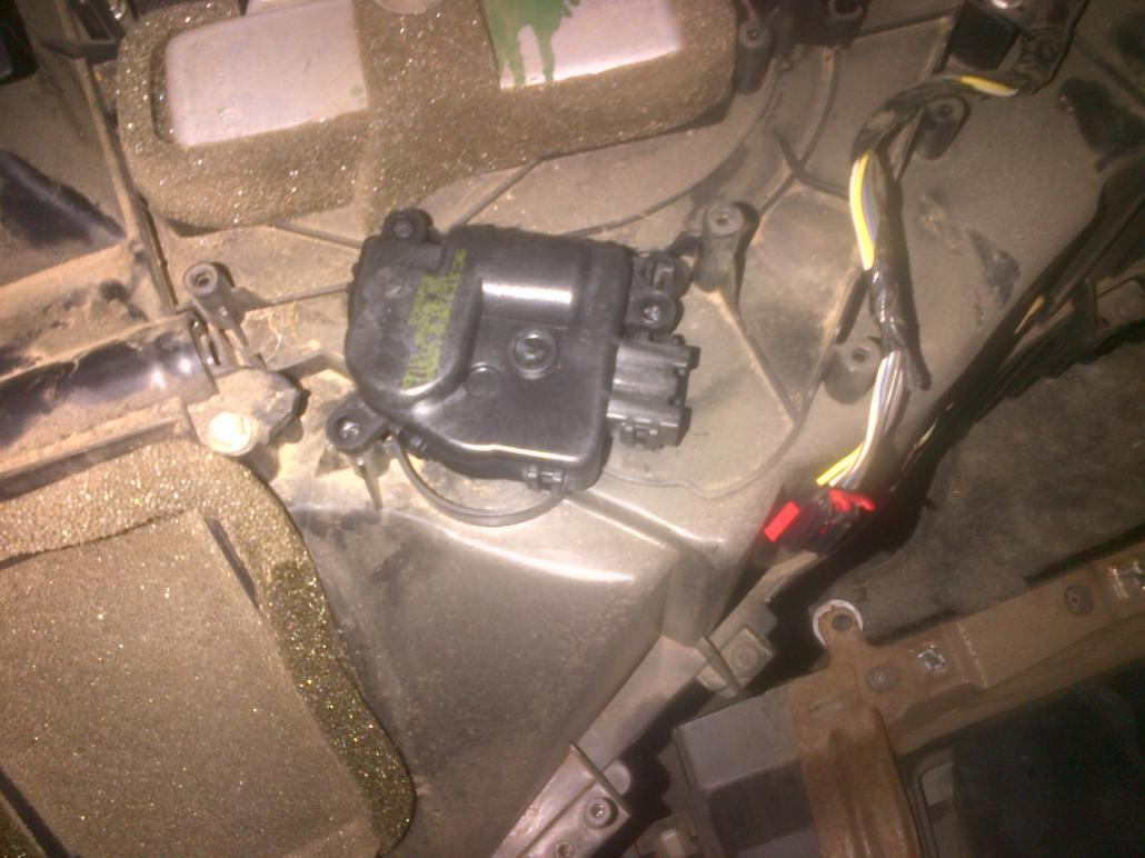 Driver side blend door motor-img-20120602-00120.jpg