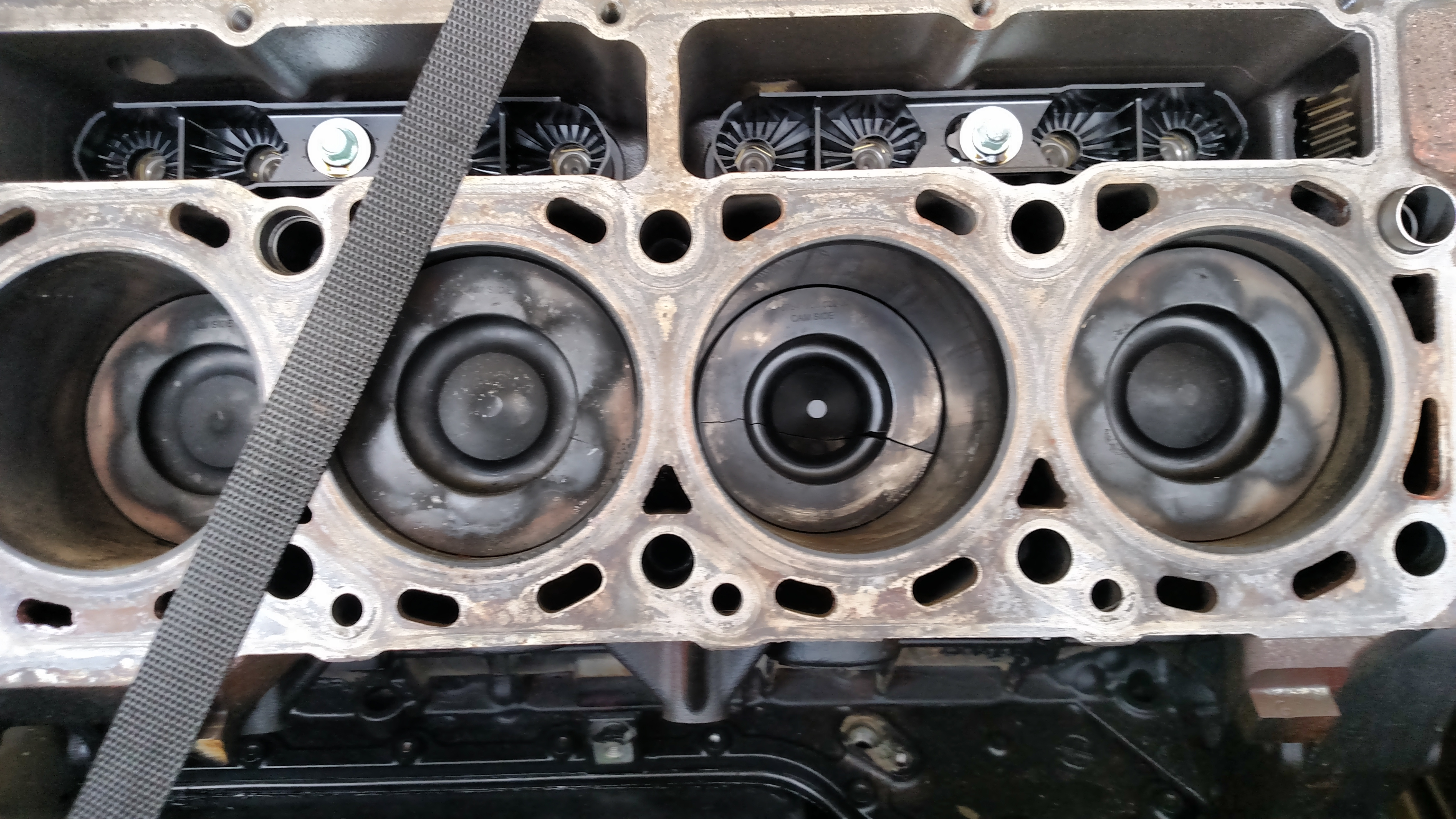 If you've had a 6.4 crack pistons please read - Page 5 ...