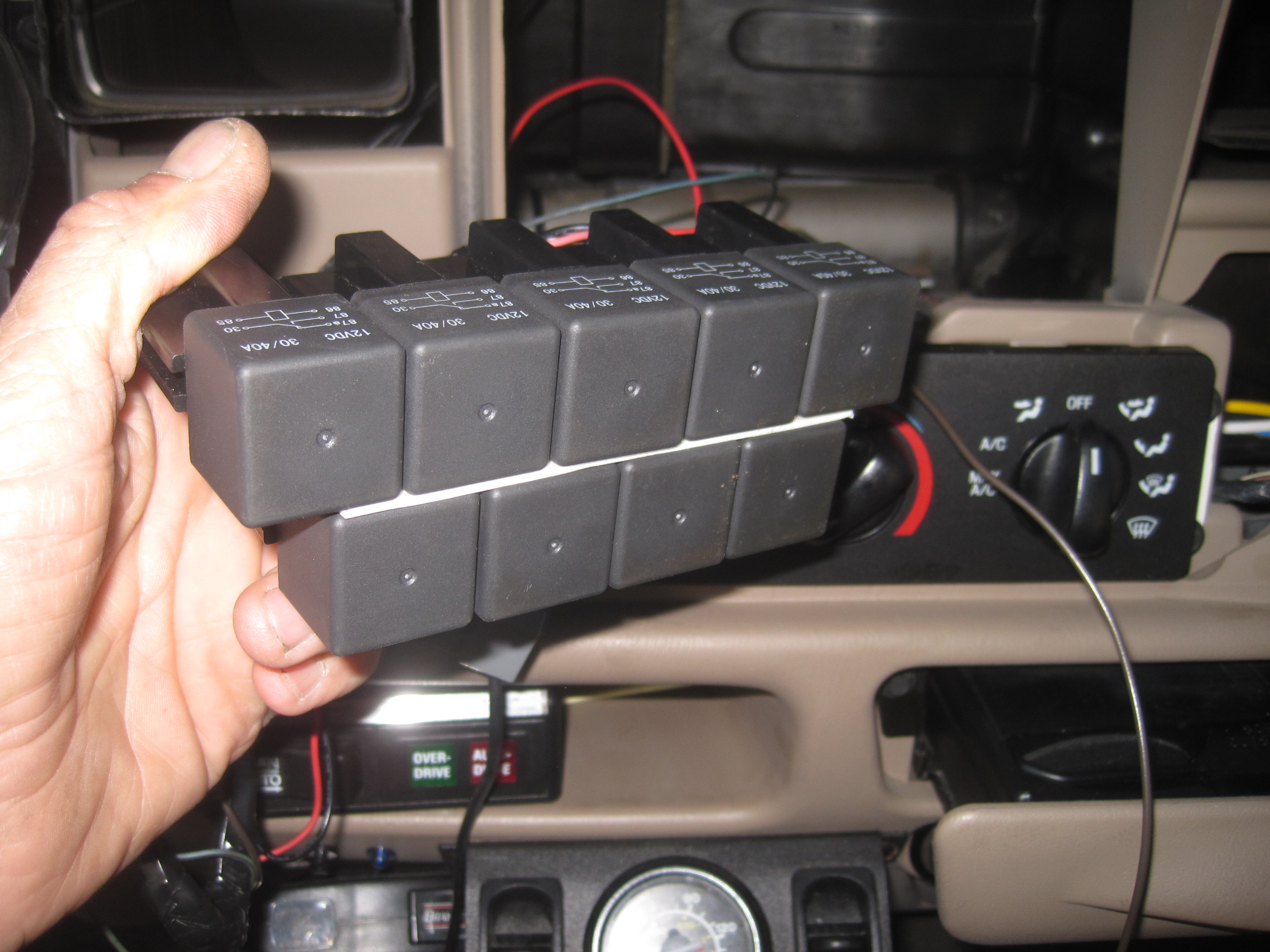 mounting onboard battery maintainer-img_2696.jpg