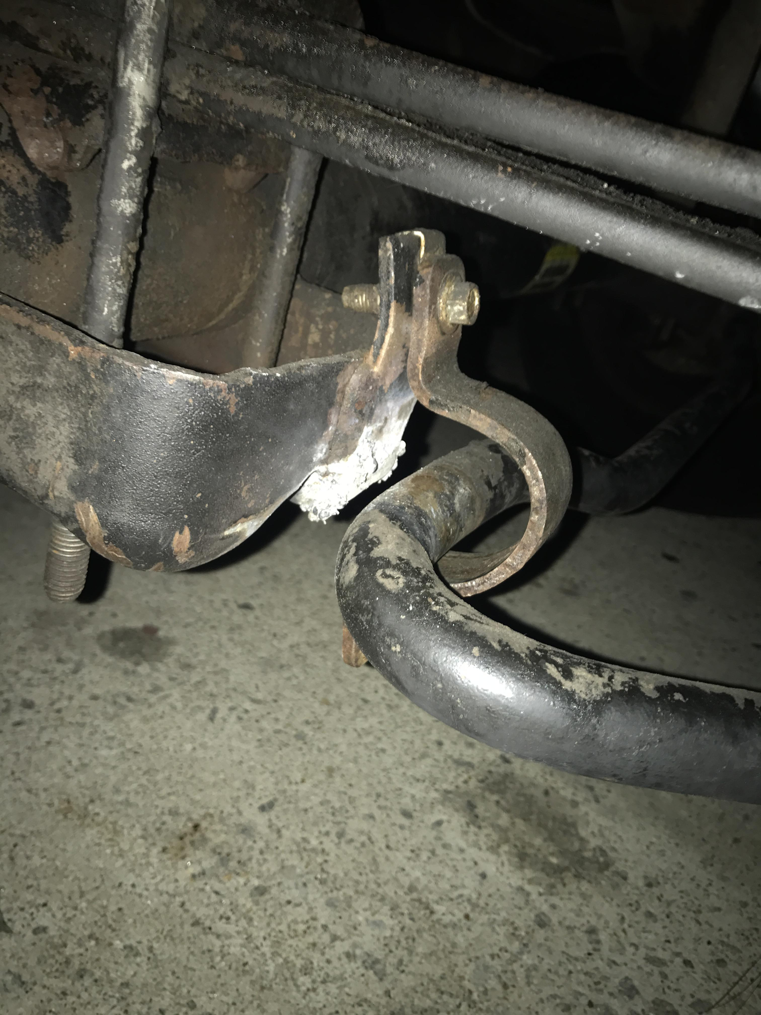 Need help on 2000 f550 2wd sway bar bracket mount  - Ford