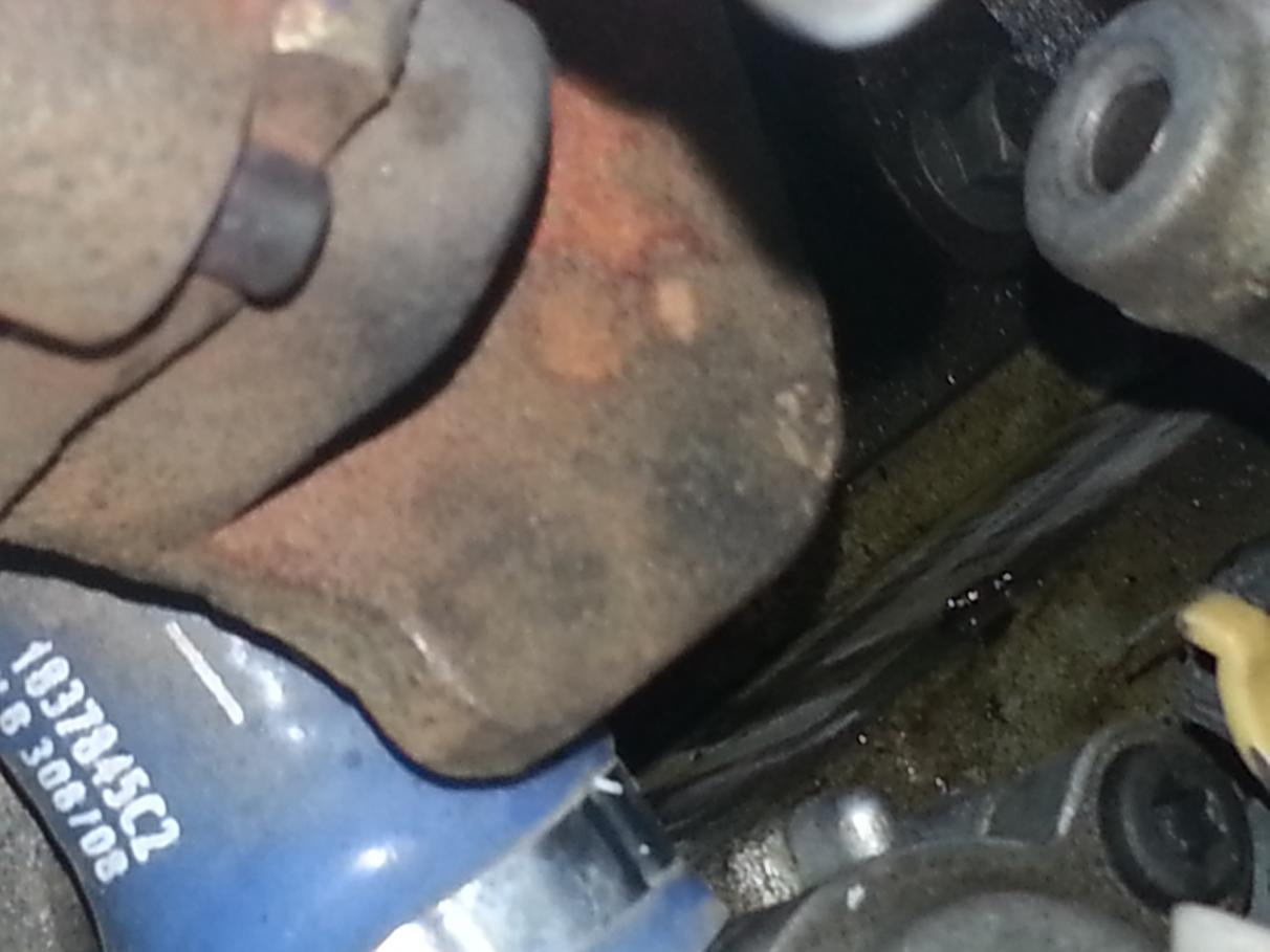 6.0 oil leak under turbo-leak1.jpg