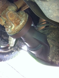 Rear pinion seal leaking?-photo-2.jpg