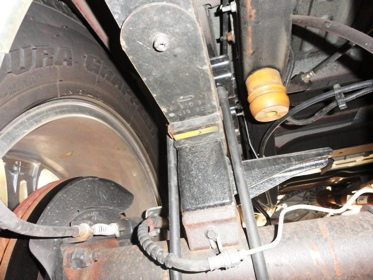 2000 Excursion spring and tire advice-rearspring.jpg