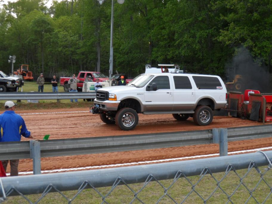 1st time at the track with the Excursion (PICS)-sam_0227.jpg