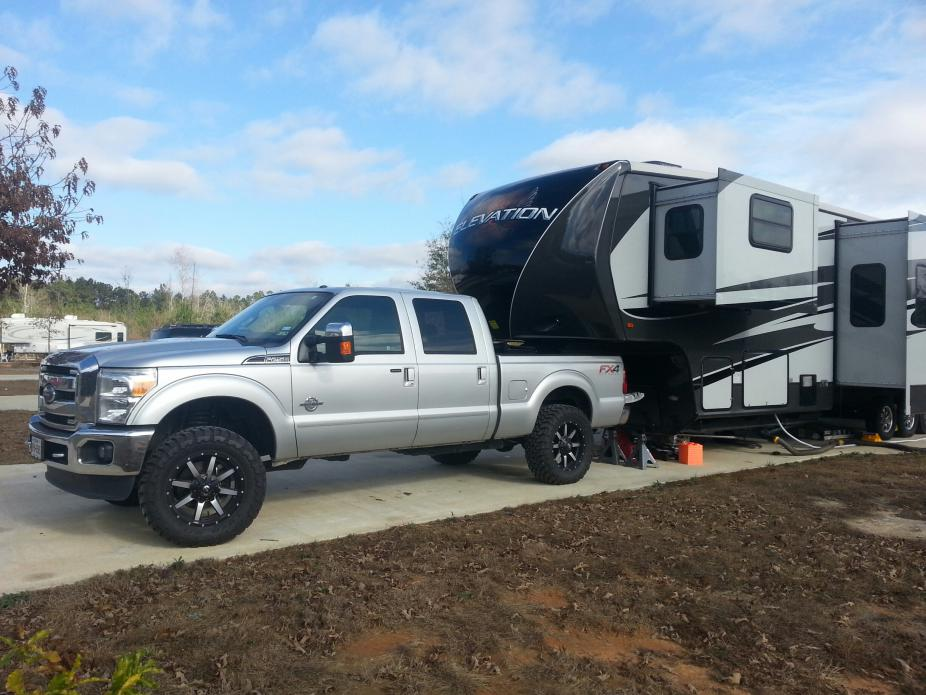 Towing A 5th Wheel With A 4 5 Quot Lift And 37 S Ford