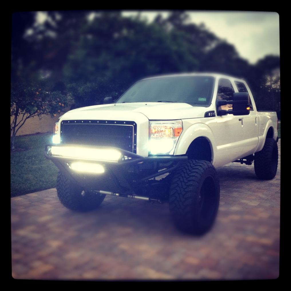 Pic of the truck with Lights on!-truck-exterior-.jpg